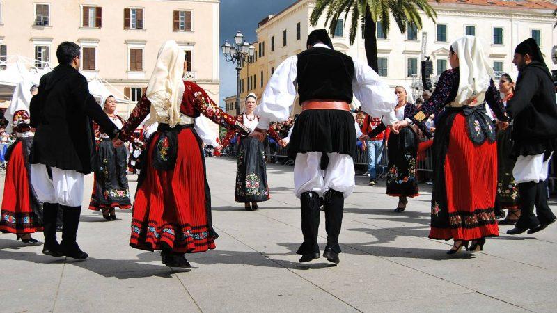 Menyaksikan Seni Tari Folk Italia Paling Mempesona